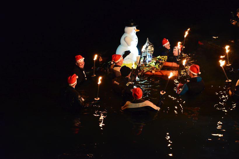Fackelschwimmen Badesee Walldorf 2016 Interessengemeinschaft Rettungsdienst Badesee