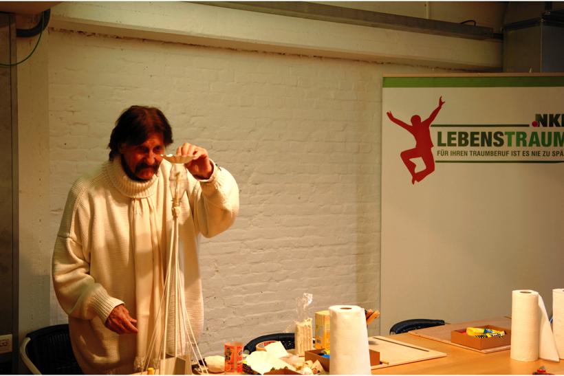 Nachruf zum Tod von Star-Designer Visionär Luigi Colani. Oktober 2009 in Hamburg der NKL-Lebenstraum Praktikanten der Generation 50+ Schirmherr Luigi Colani im Miniatur Wunderland die größte Modelleisenbahn Ausstellung in der Welt.