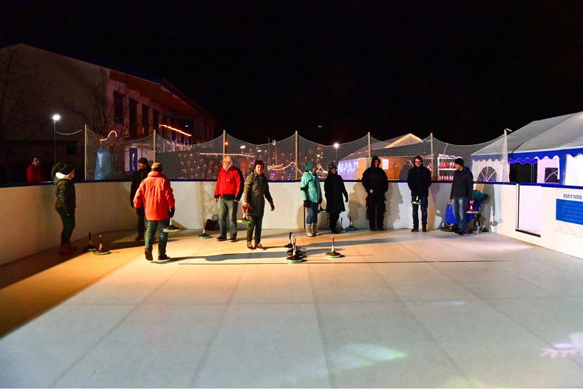 Eisbahn Schlittschuhbahn und Eisstockbahn vom Verein TGS Walldorf auf dem Sportgelände ein einmaliger  Wintertraum in der Doppelstadt Mörfelden-Walldorf