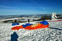 Winterzauber Wasserkuppe Rhön Ski- und Rodelarena und Paragliding.